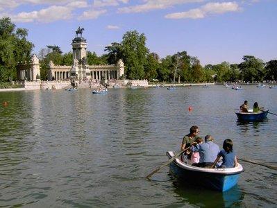 Main pond - Estanque principal. source:wikimedia.org